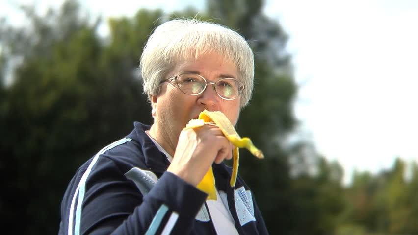 Natural Mood-Boosting Foods for Seniors