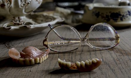 4 Foods That Older Adults With Dentures Must Avoid