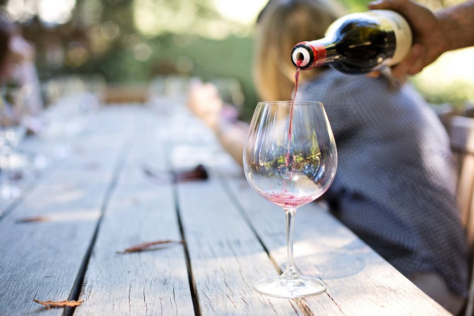 Benefits and risks of drinking wine for older adults 1