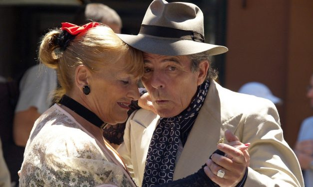 5 Amazing Group Activities for Older Adults