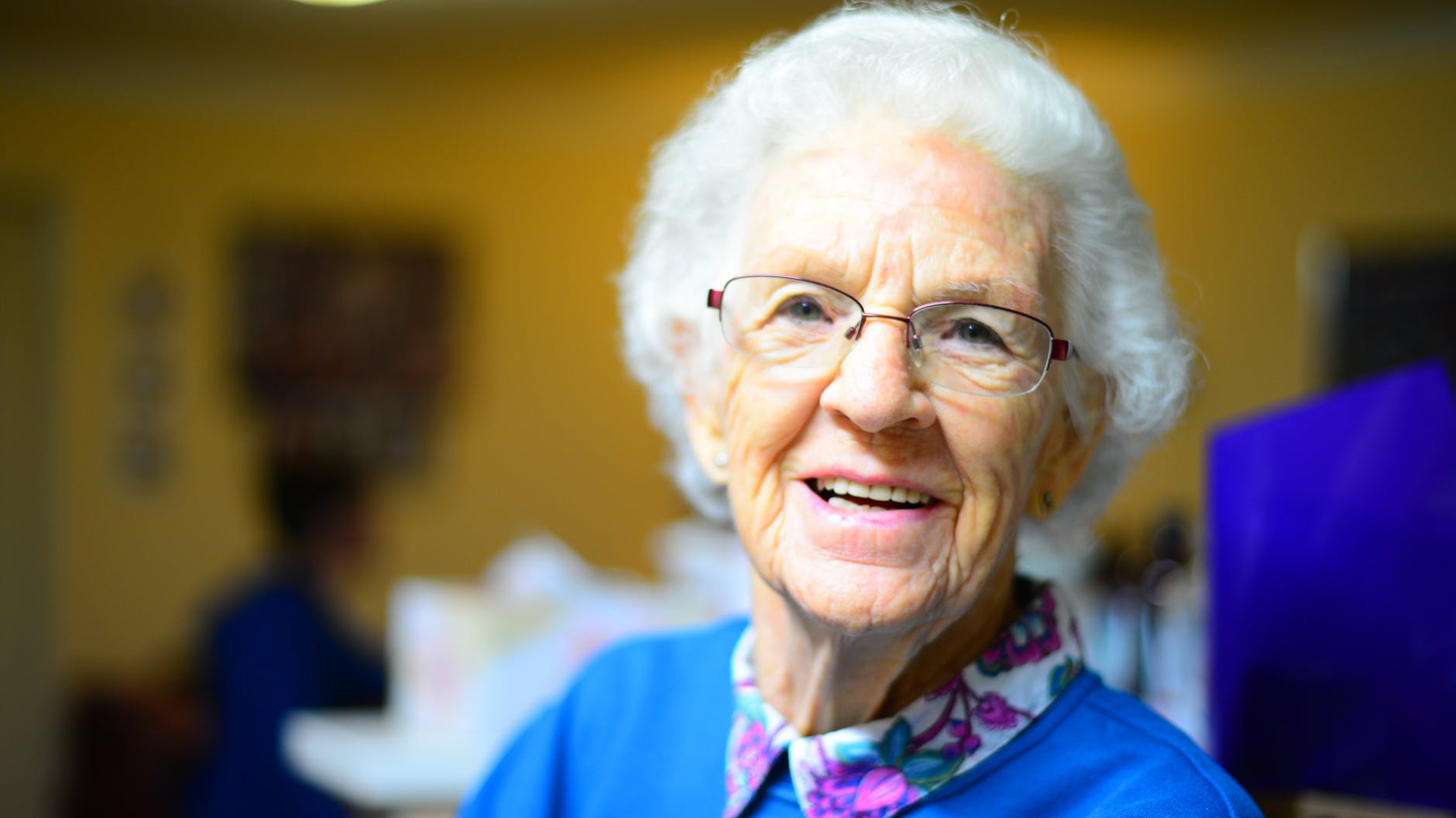 How Homebound Seniors Can Stay Connected Through Technology