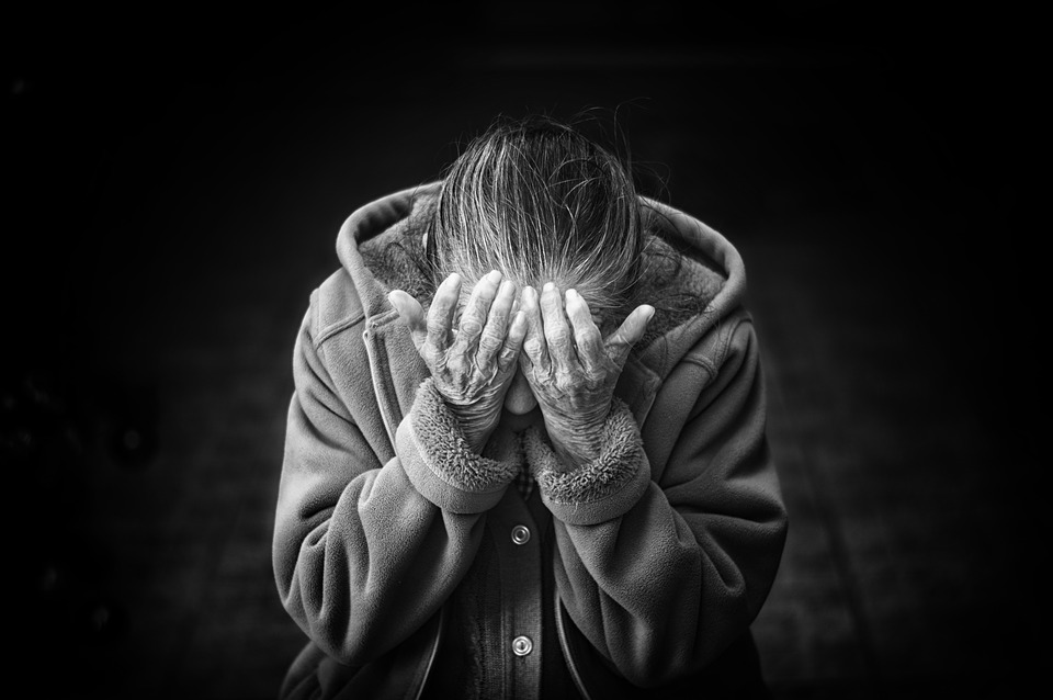 How to Help an Elderly Family Member Deal With Depression